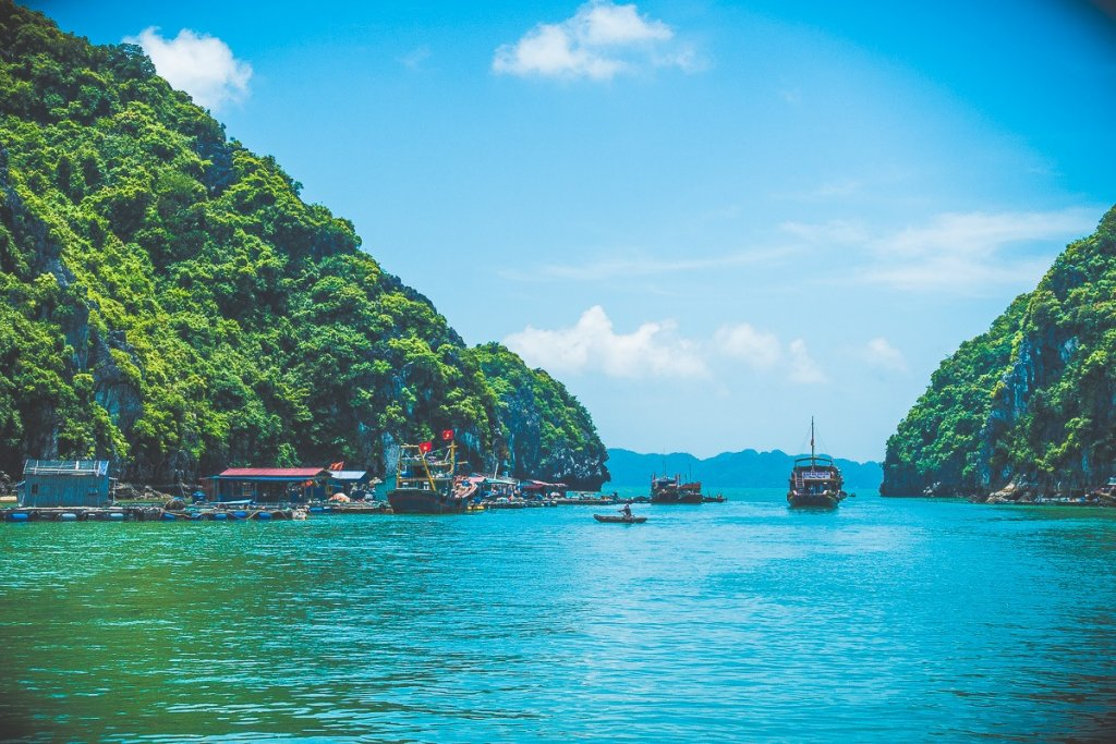 Halong Bay boat tour