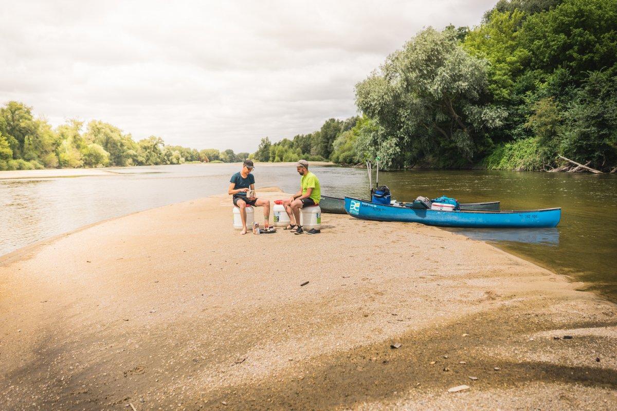 kamperen aan rivier in frankrijk