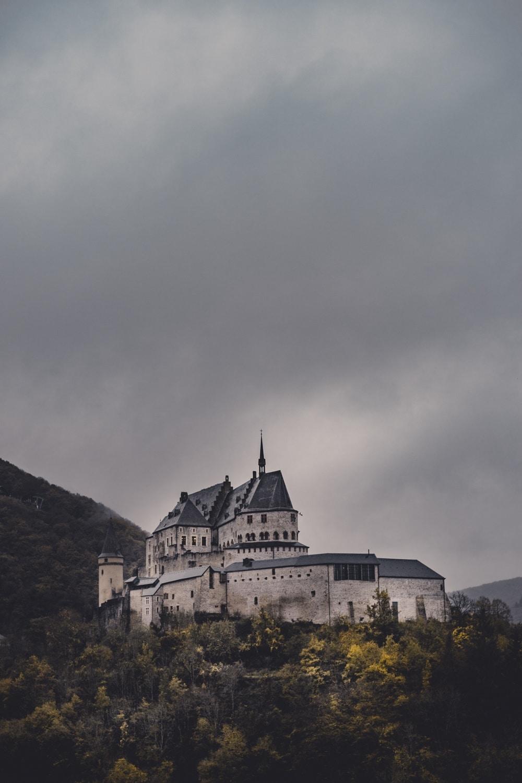 kastelen bezoeken luxemburg