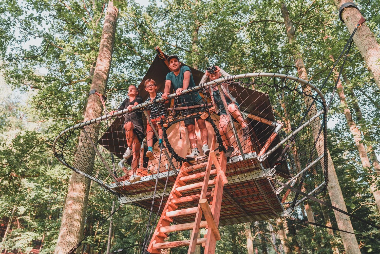 kamperen in een boomhut