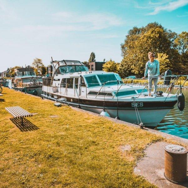 Mechelen, waar je kan slapen op een boot en het bier rijkelijk vloeit