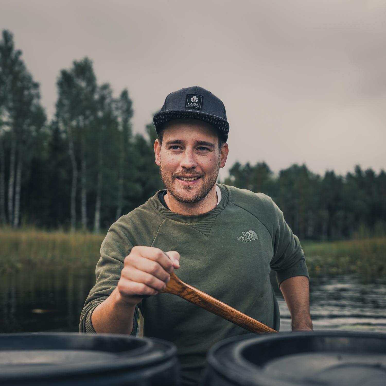 een kanotocht maken door zweden