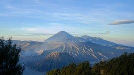 Een magnifieke zonsopgang in Indonesië