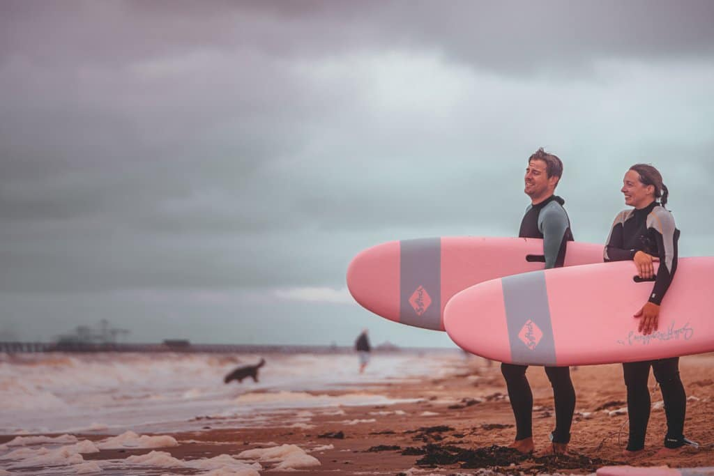 surfing elephant beach bar surf club aan zee wenduine