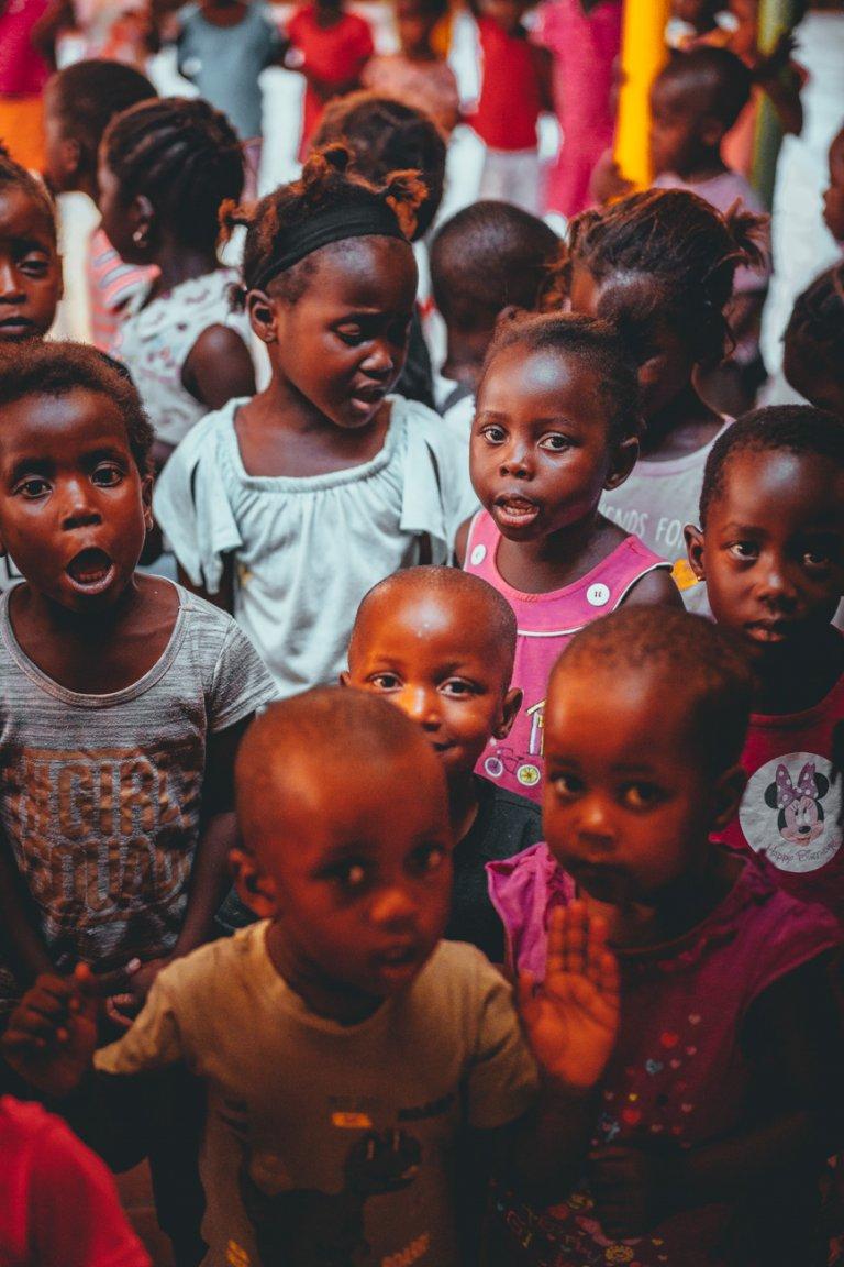 kinderen verzorgen afrika