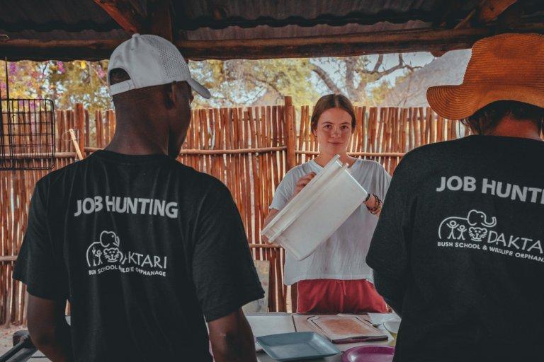 les geven aan jongeren in afrika