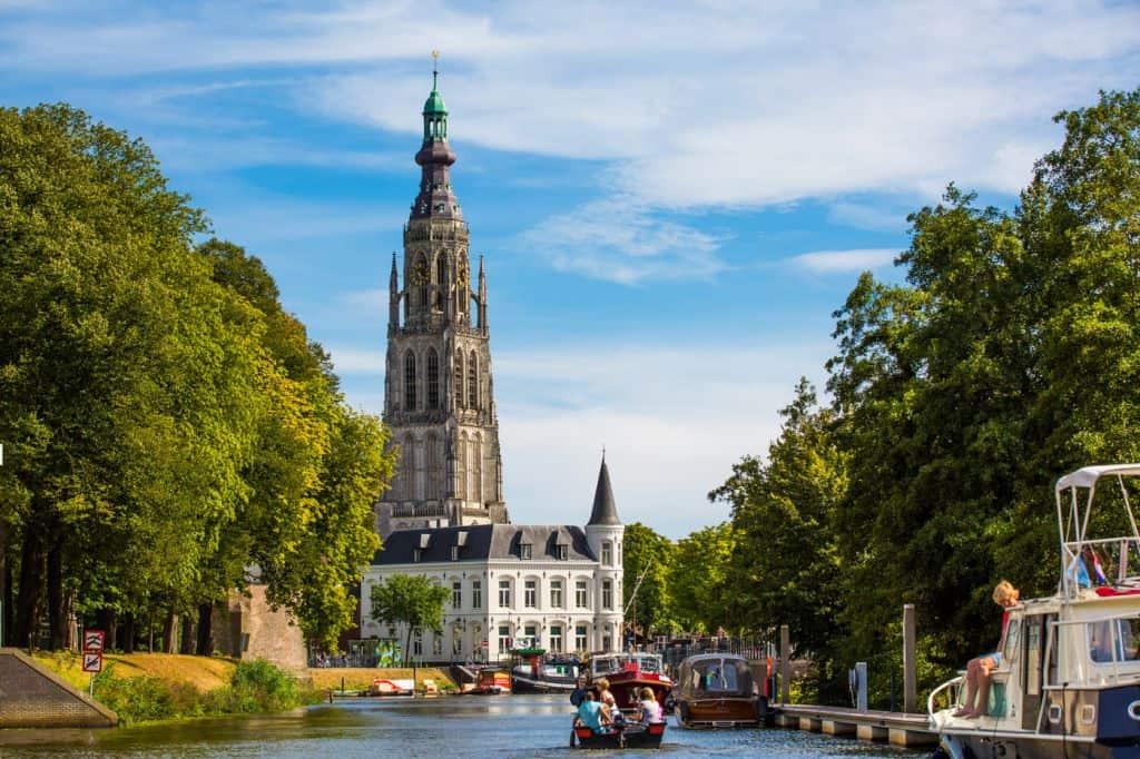 Bier in Breda & kriebelen aan de baard van Vincent