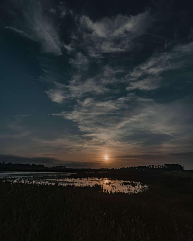 zonsondergang nederland biesbosch