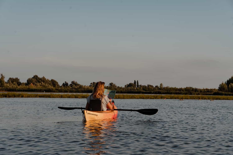 met de kano varen door biesbosch