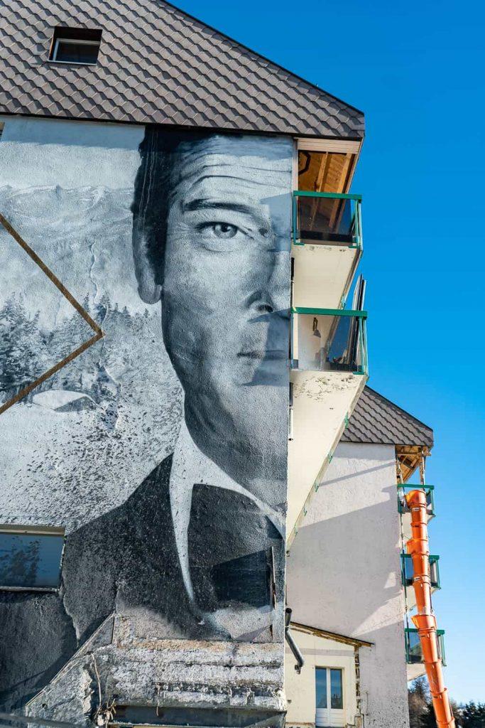 bond grafitti street art crans montana