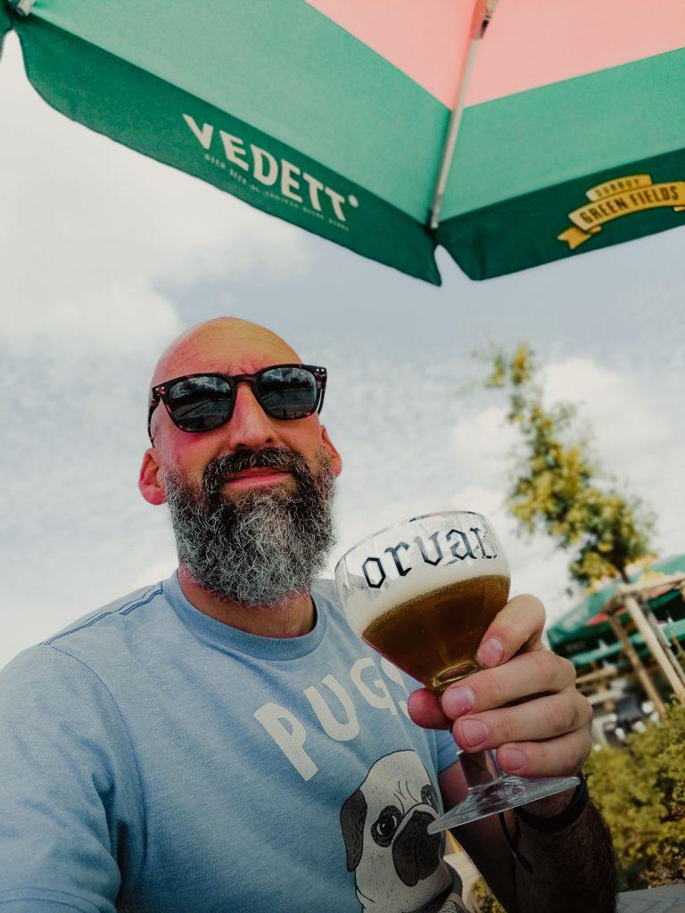 Sam drinkt Orval in Durbuy