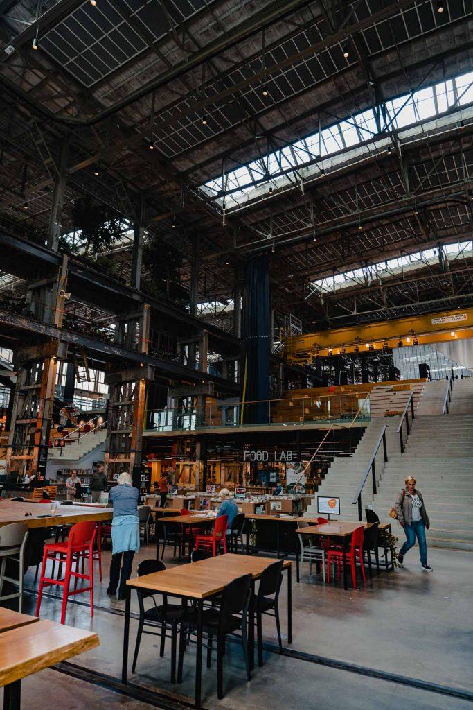 de locahal bibliotheek van tilburg