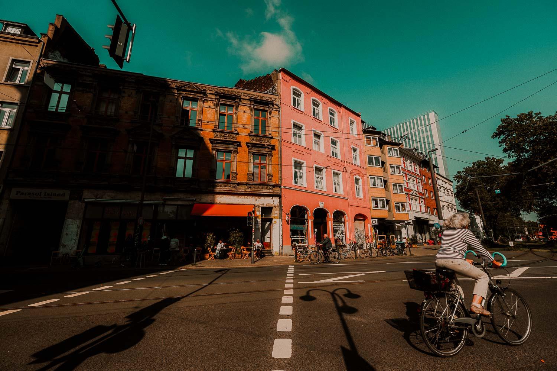 kleurrijk straatbeeld citytrip Düsseldorf Duitsland